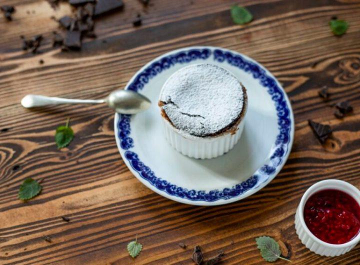 Akademie kvality Teply cokoladovy dortik malinova omacka 2 e1605177186892