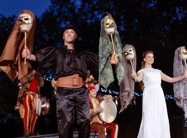 Divadelni leto 2021 Romeo a Julie J. zadrazil a T. Slamova foto A. Huclova
