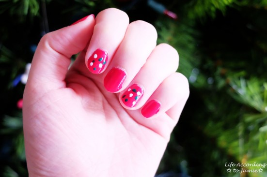 Christmas Polka Dot Nails 1