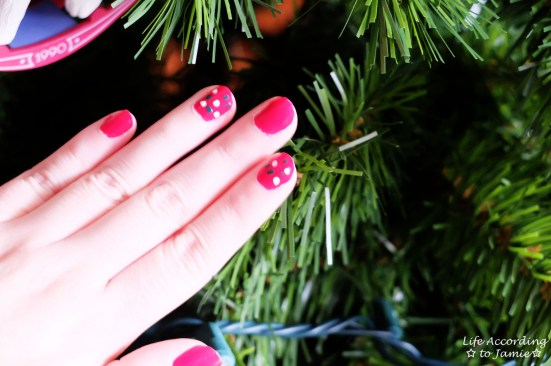 Christmas Polka Dot Nails 2