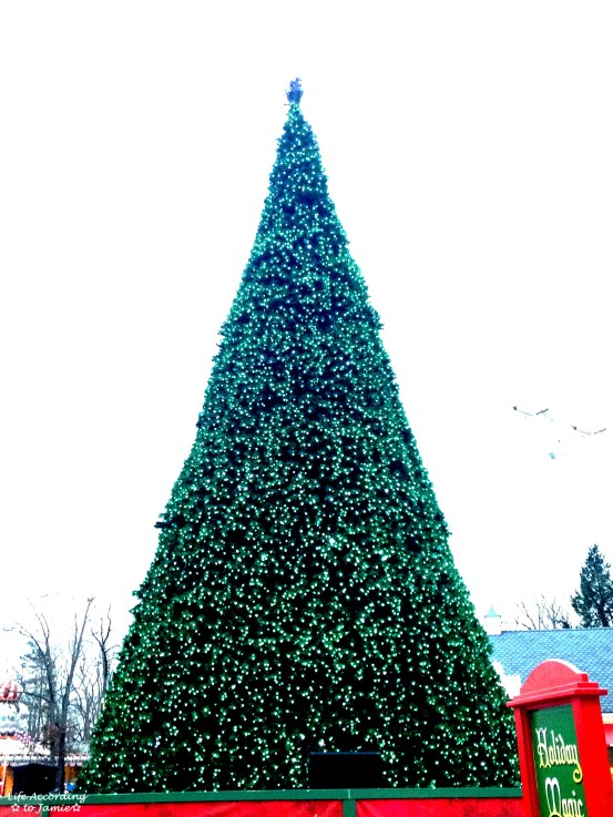 Six Flags - Main St. Christmas Tree