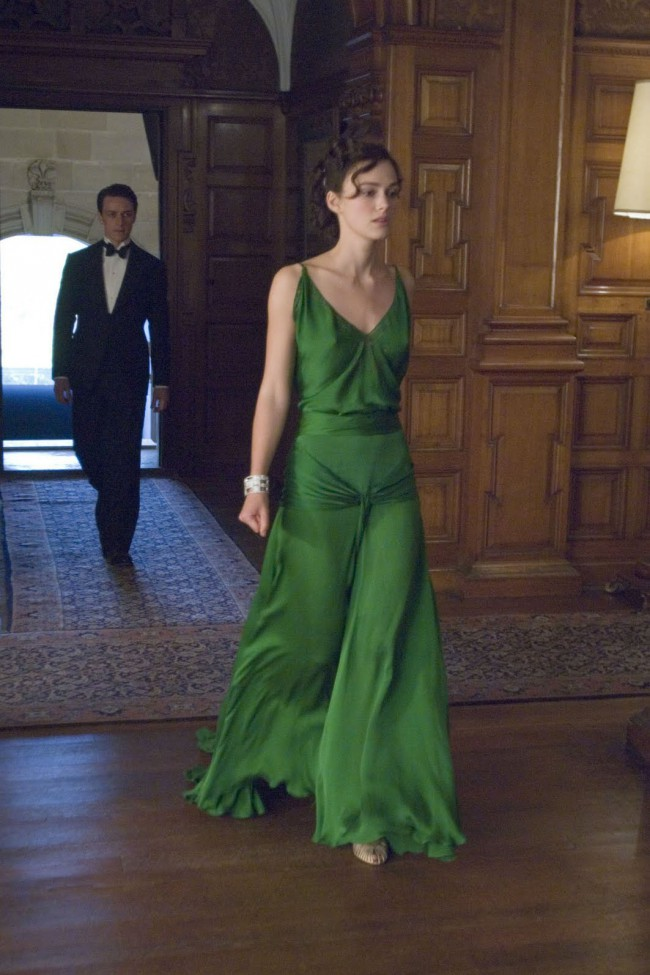 keira_knightley_green_vintage_evening_dress_in_movie_atonement_1