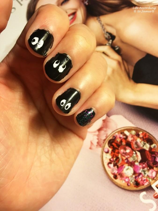 halloween-peek-a-boo-nails-2