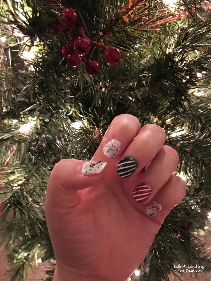 christmas-nails-stripes-confetti