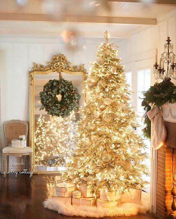 gold-christmas-tree