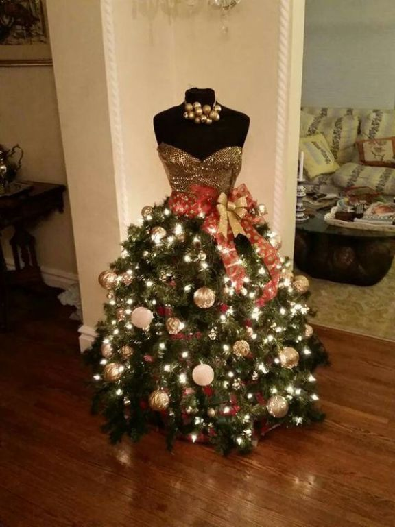 gold-sweetheart-mannequin-christmas-tree-dress