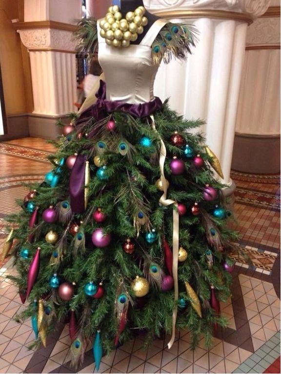 peacock-mannequin-christmas-tree-dress