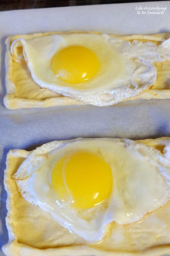 egg-on-crescent-roll