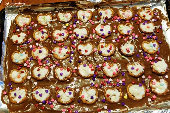 chocolate-pretzel-heart-bark-2