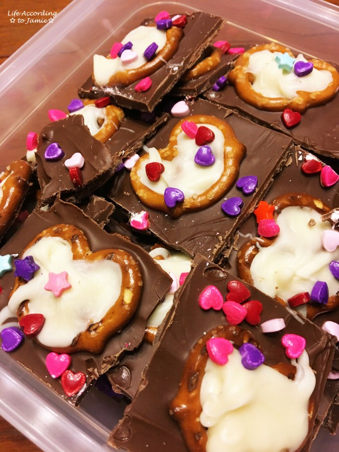 chocolate-pretzel-heart-bark-8