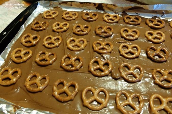 chocolate-pretzel-heart-bark