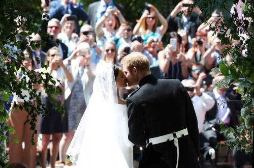 Prince Harry & Meghan Markle Wedding Kiss