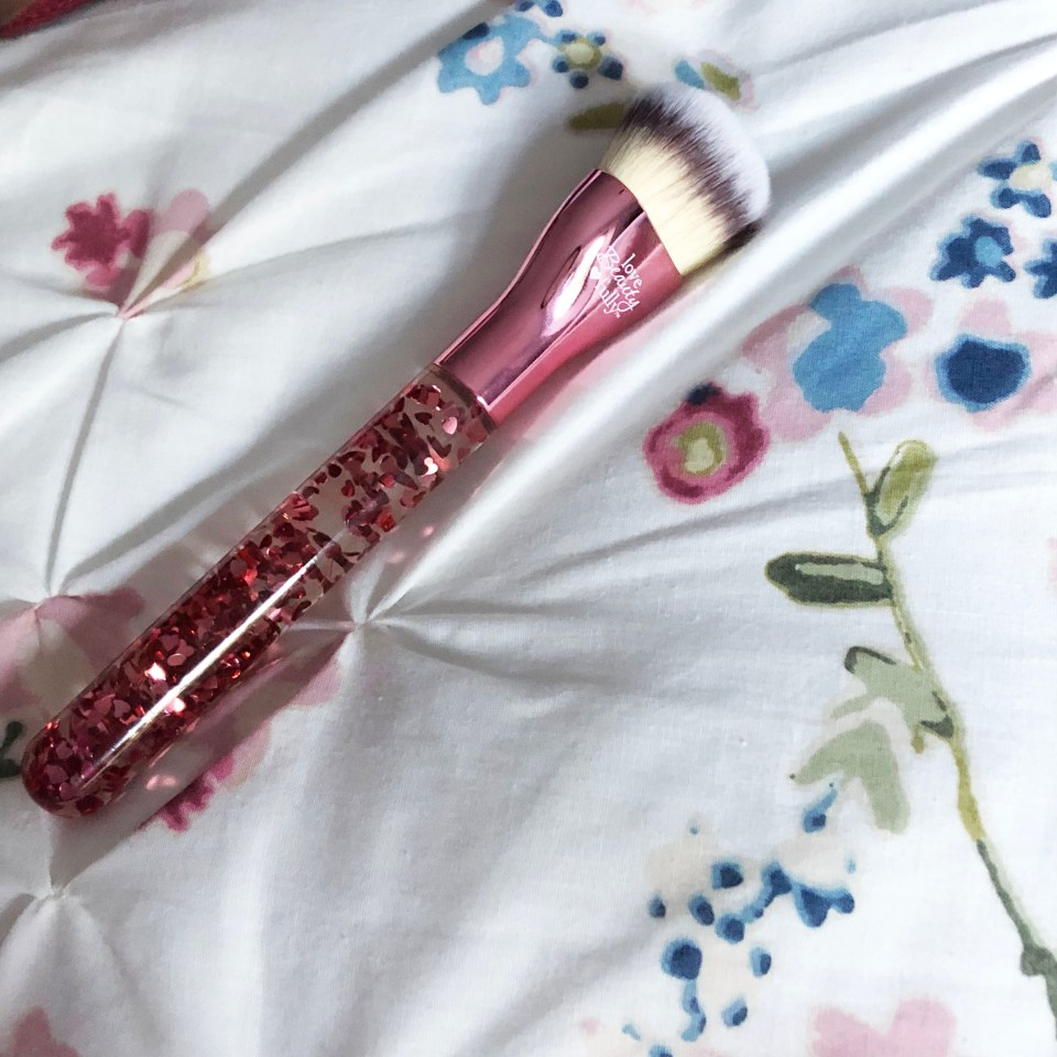 IT Cosmetics - Love is the foundation brush 4
