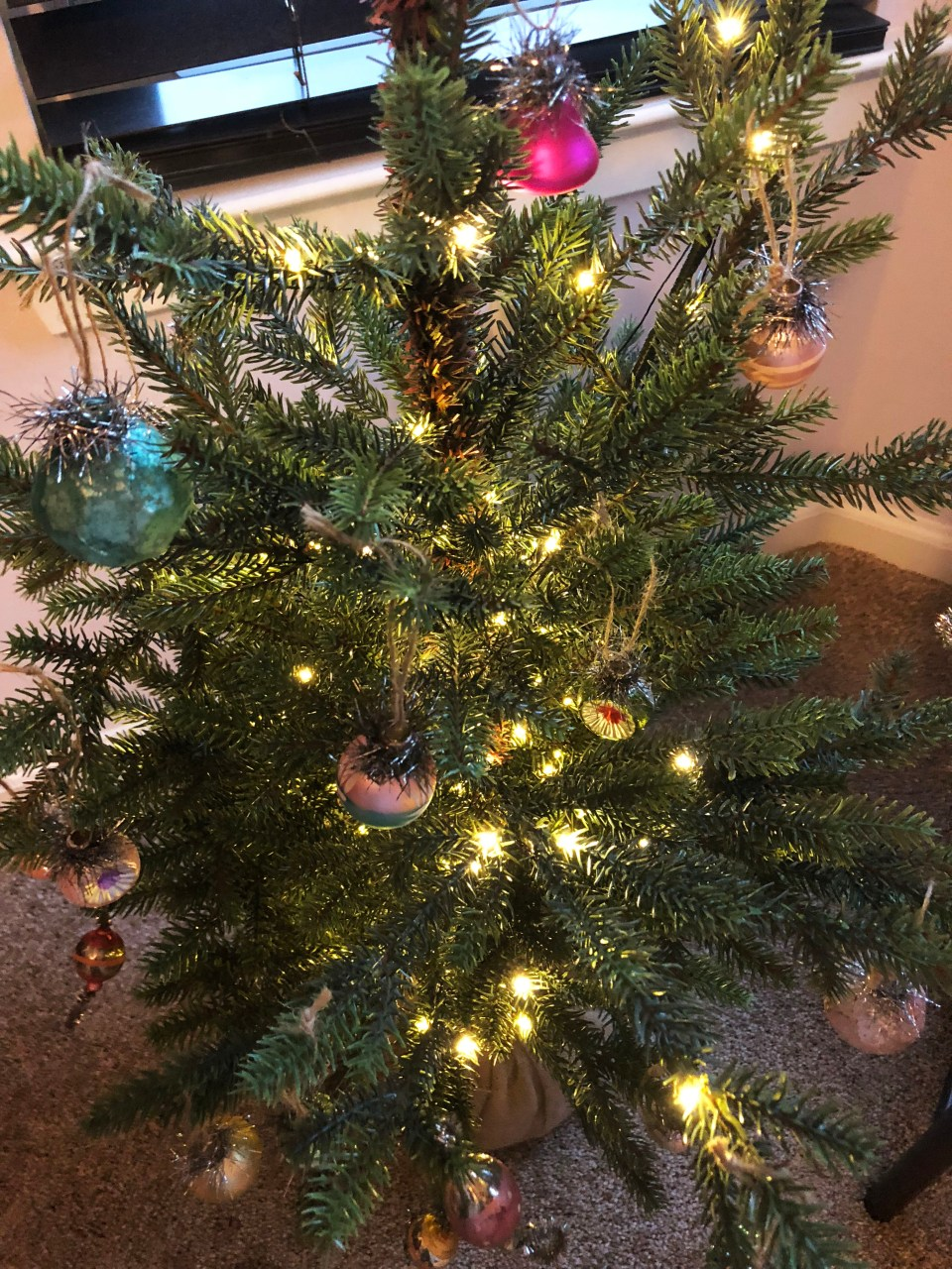 Mini Christmas Tree + Vintage Ornaments 4