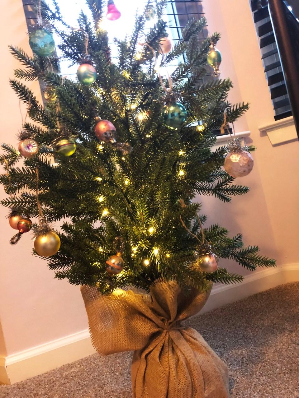 Mini Christmas Tree + Vintage Ornaments 5