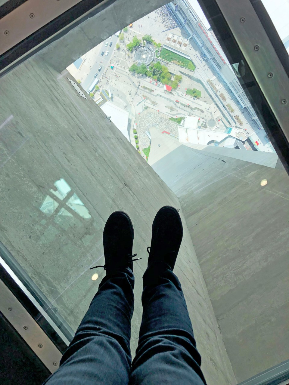 CN Tower - glass floor 3