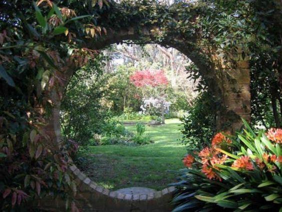 secret garden - circle gate