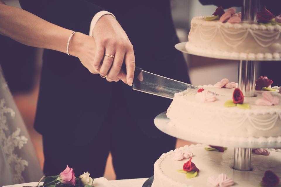 bride-cake-celebration-1345574