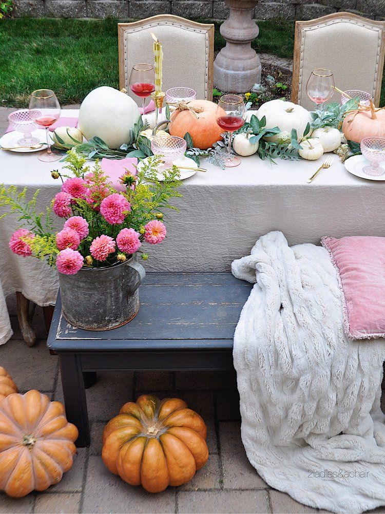 fall-table-pumpkins-and-flowers