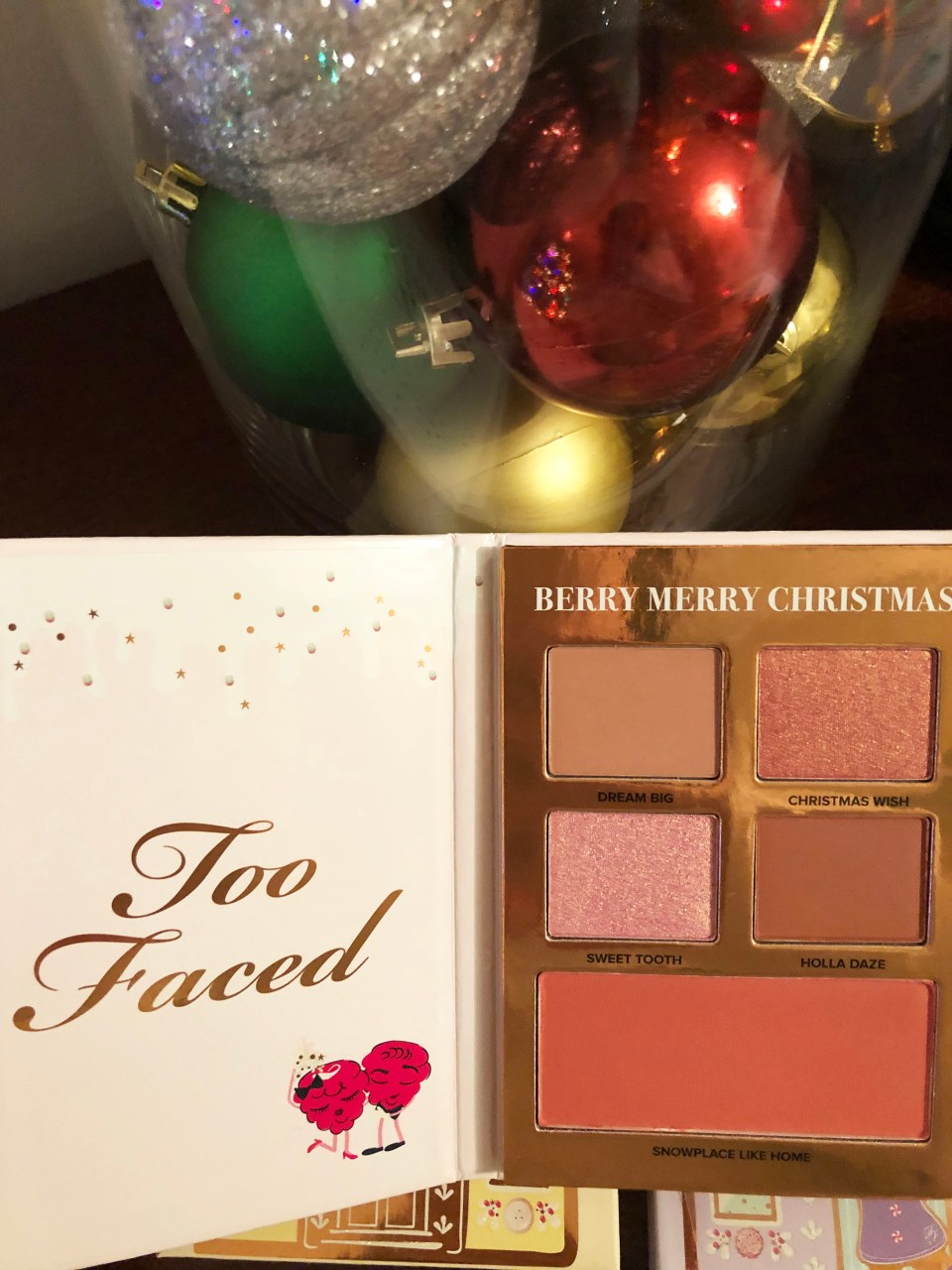 Too Faced Holiday - Gingerbread Lane 1