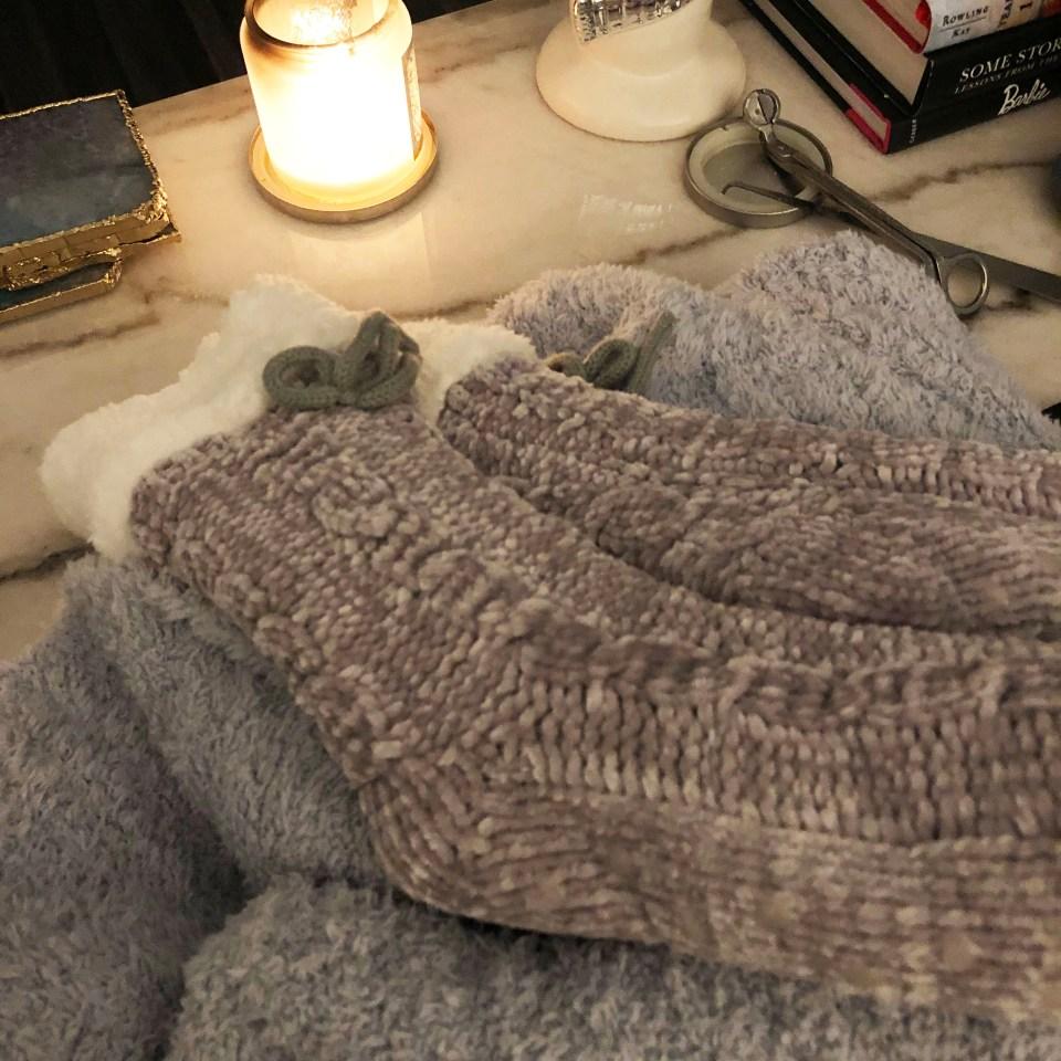 Sherpa Slipper Socks + Barefoot Dreams Blanket 2