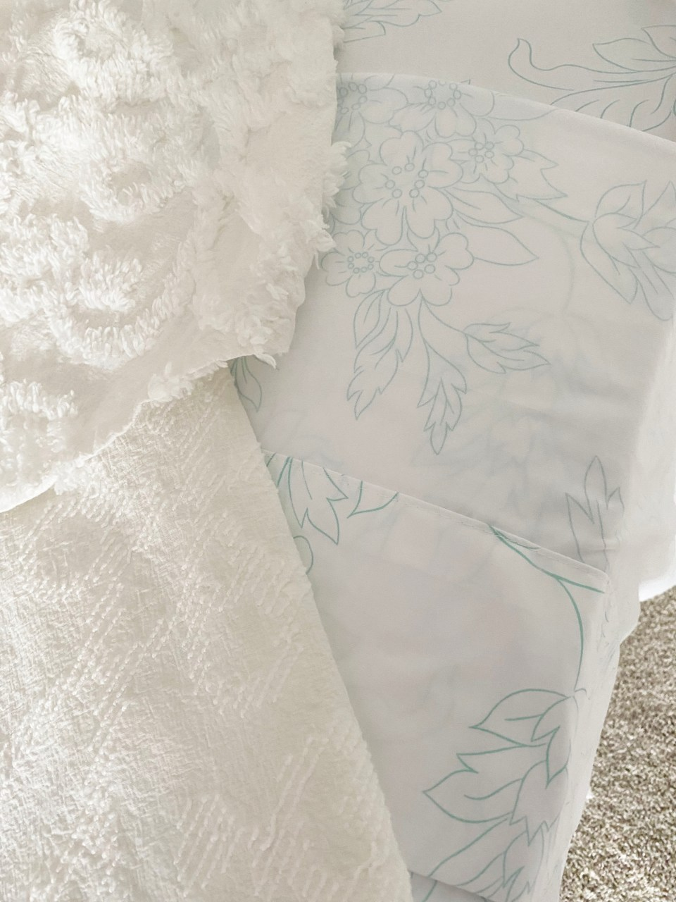 White Day Bed + Bedding 6