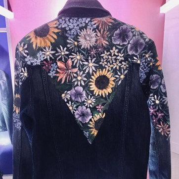 #TheArtOfGUESS DENIM JACKET Handpainted pattern on denim jacket for #TheArtofGUESS exhibit featuring my favorite flowers from my walk around the Baguio Botanical Garden: alstroemerias, petunias, daisies, mums, sunflowers, and dahlias—because nothing brings me back to Baguio childhood memories more than a jean jacket! 2018.
