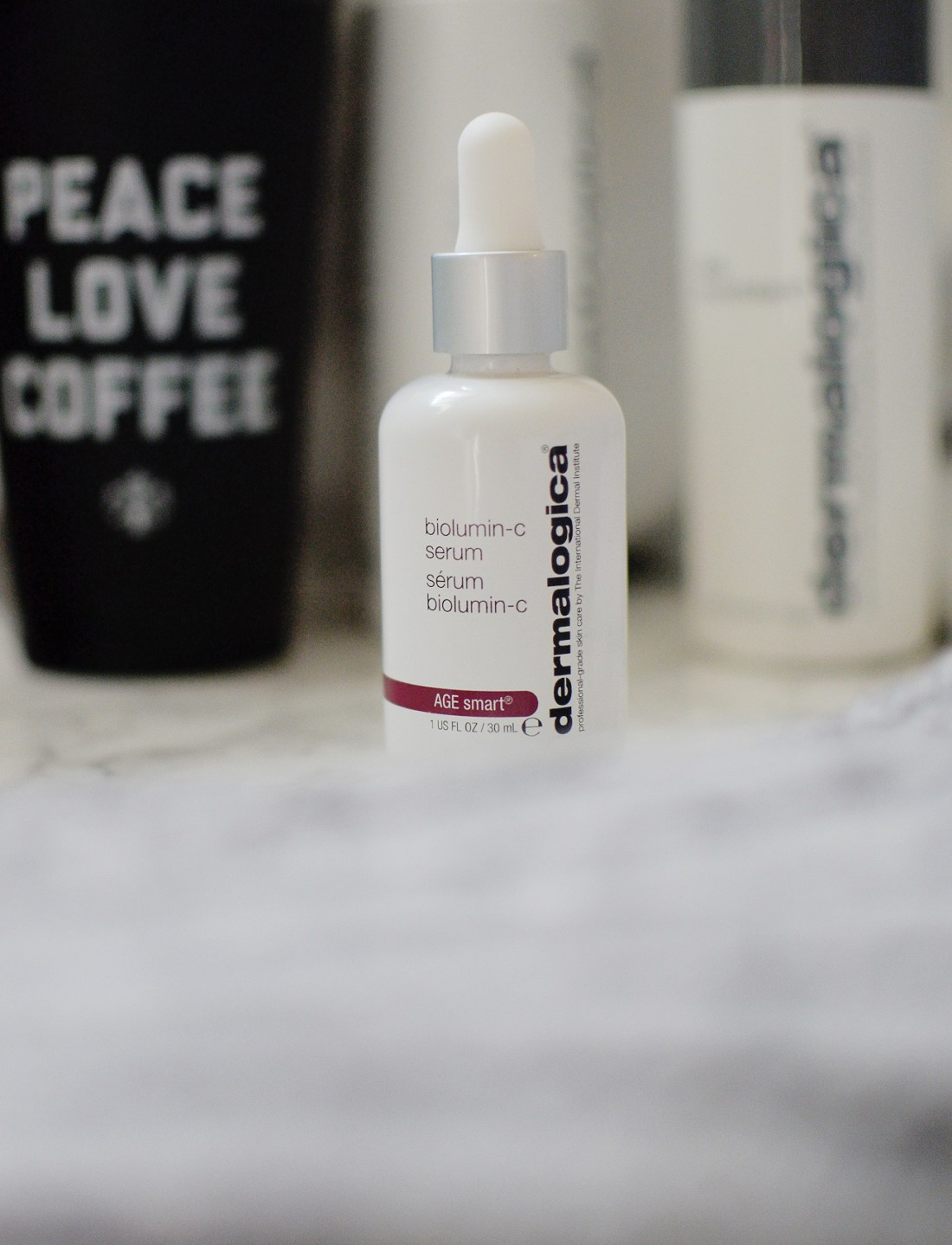 The Dermalogica Biolumin-C Serum is an anti-oxidant packed with Vitamin C which is a popular combo in skincare. Here's how Dermalogica's version compare!