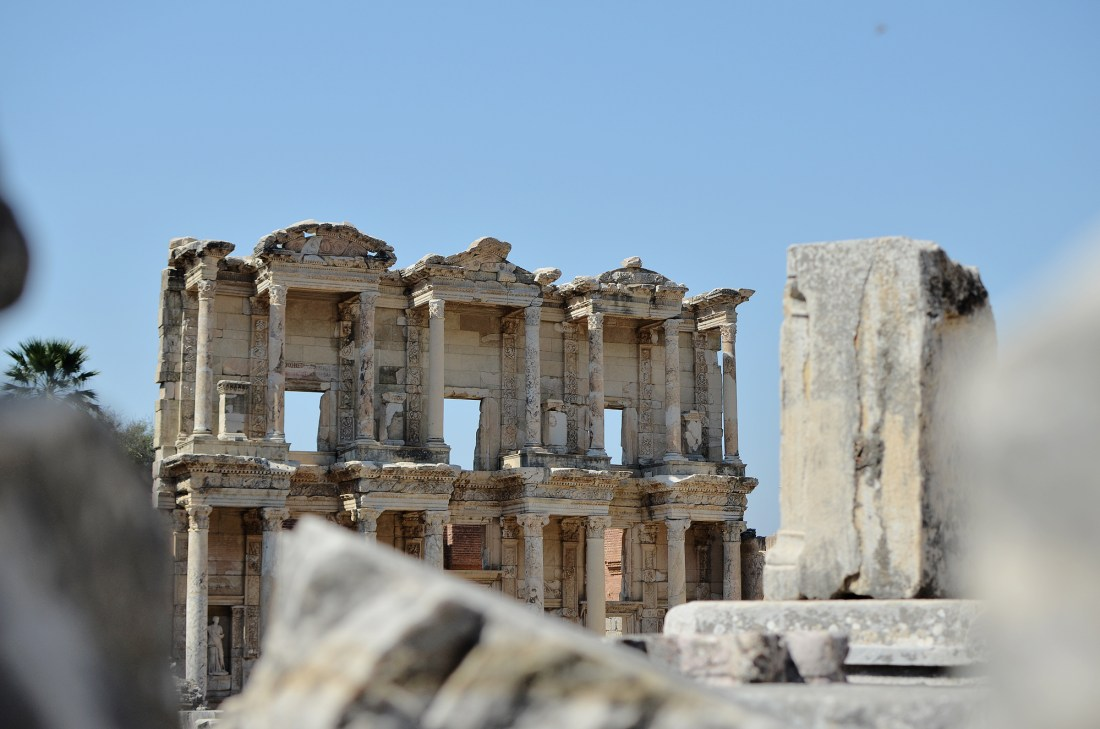 The ruins of the Library of Celsus in Ephesus (Izmir)Having travelled solo to Turkey, I wanted to share my Turkey itinerary along with a list of things to do in Turkey to help you plan your trip!