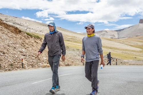 Ladakh ka mausam, Kashmir ki kasam aur Bombay ke fashion ka koi bharosa nahin
