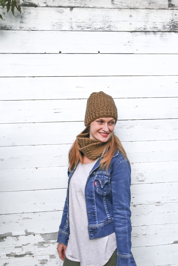 Chunky Crochet Cowl and Hat Pattern is Free in this blog post!