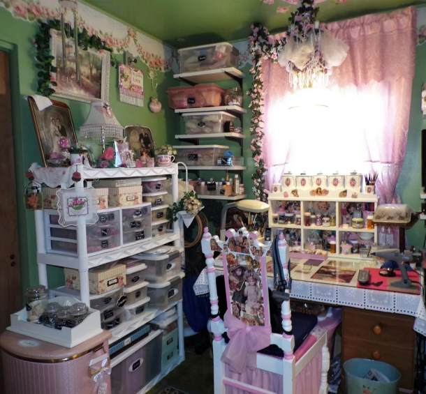 Organizing plans for vintage room