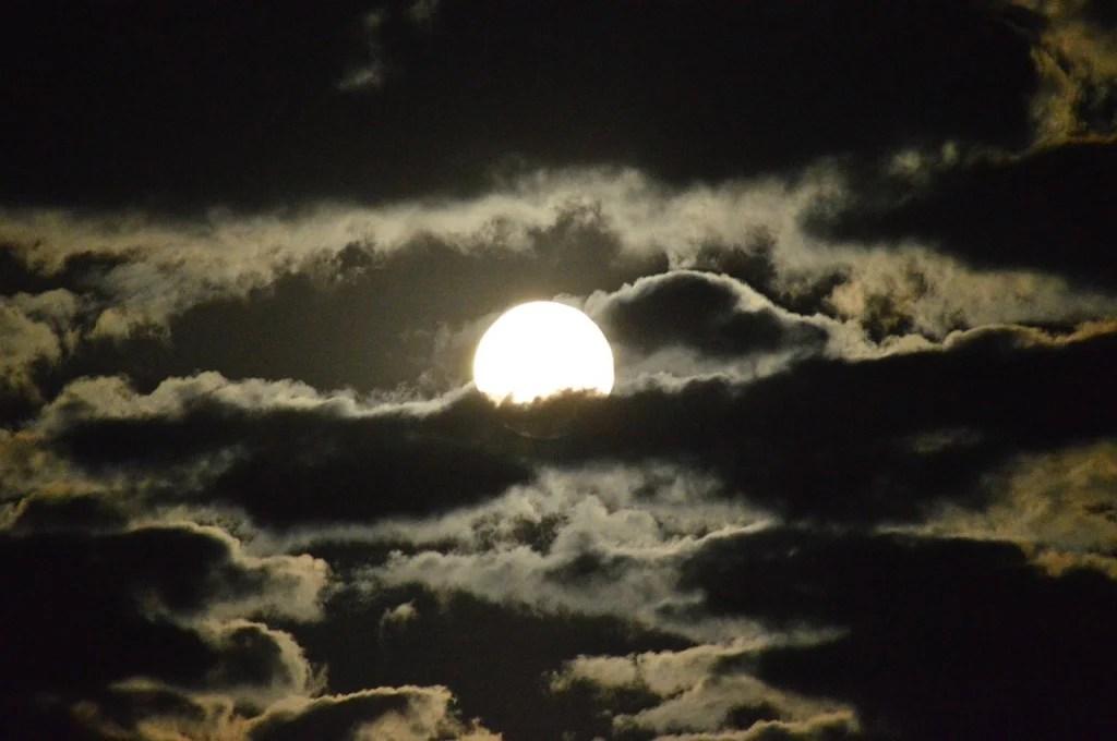moon-464140_1280