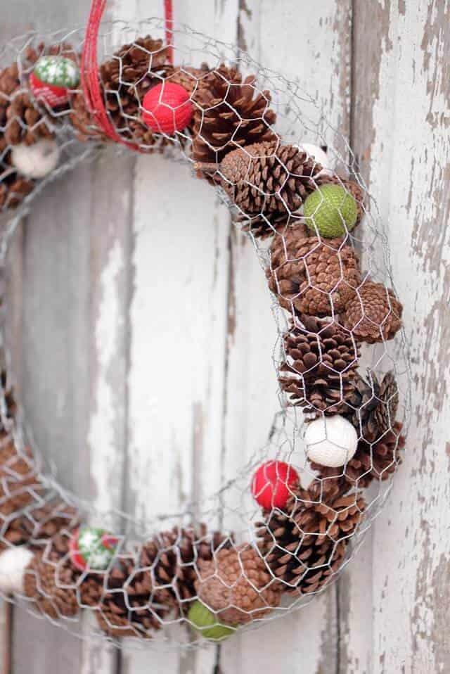 chicken-wire-pinecone-wreath-ehow