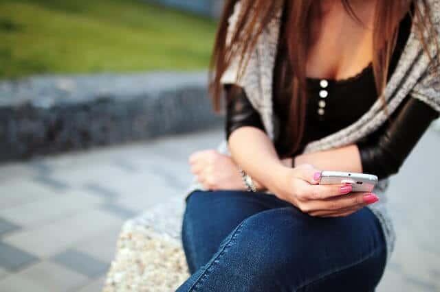 girl-926622_640