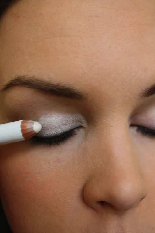 32-Makeup-Tips-That-Nobody-Told-You-About-eyeshadow-pop