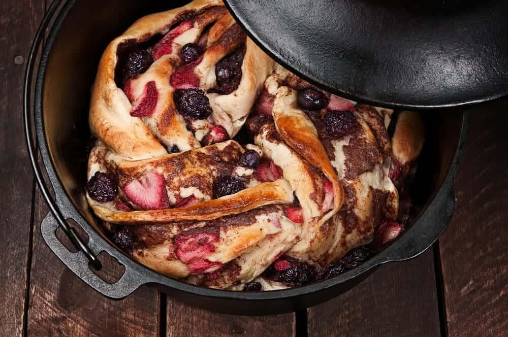 10 Delicious Dutch Oven Desserts