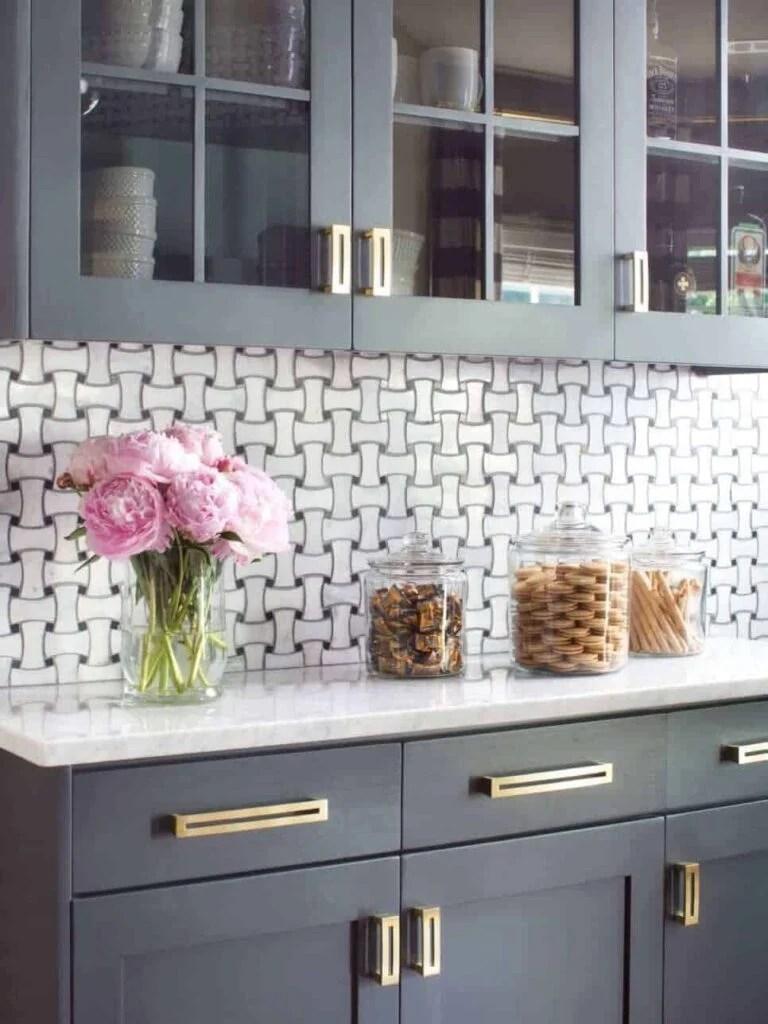 BPF_holiday-house_interior_upgrading_contractor_kitchen_buffet_wall_v.jpg.rend.hgtvcom.966.1288