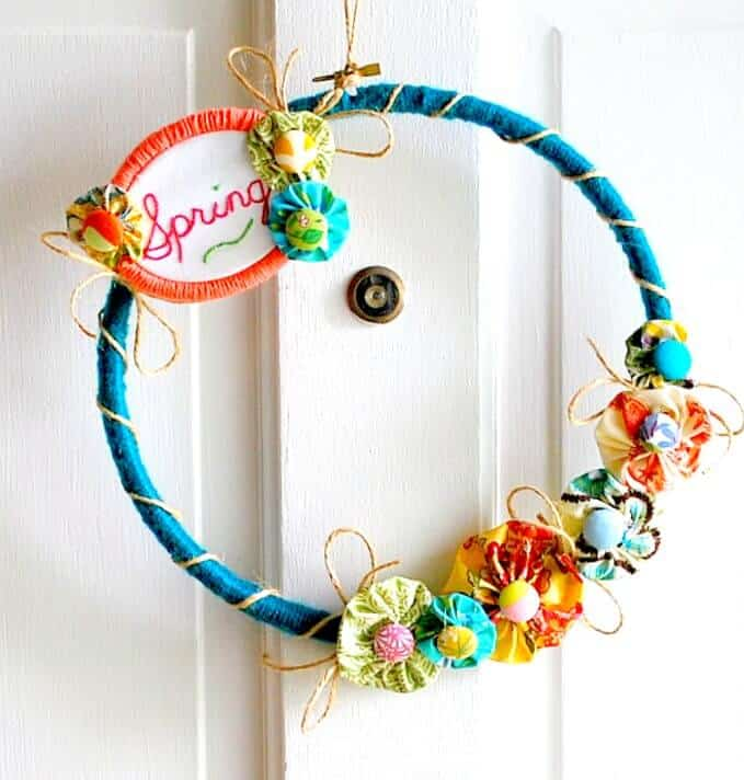 Spring-Yarn-Embroidery-Hoop-Wreath-The-Silly-Pearl