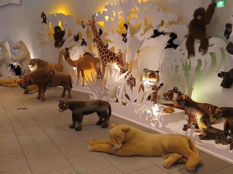 plush-animal-zoo-bedroom-design