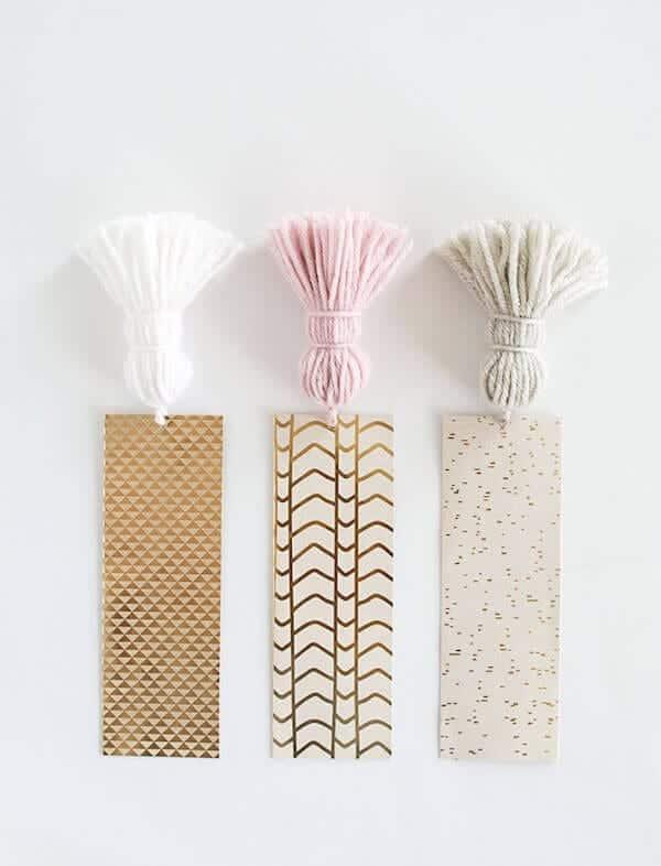 DIY-Chunky-Tassel-Bookmarks