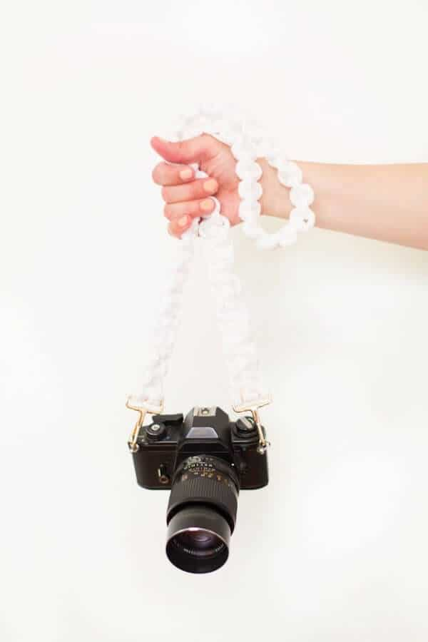 diy-macrame-camera-strap-6-1-800x1200