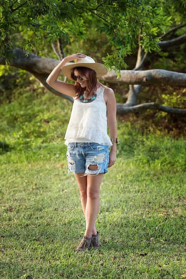 lace-top-and-denim-shorts_2