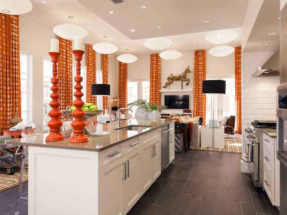 H1VRNS14H_Vern-Yip-beach-house-kitchen-118582-310879_h.jpg.rend.hgtvcom.966.725
