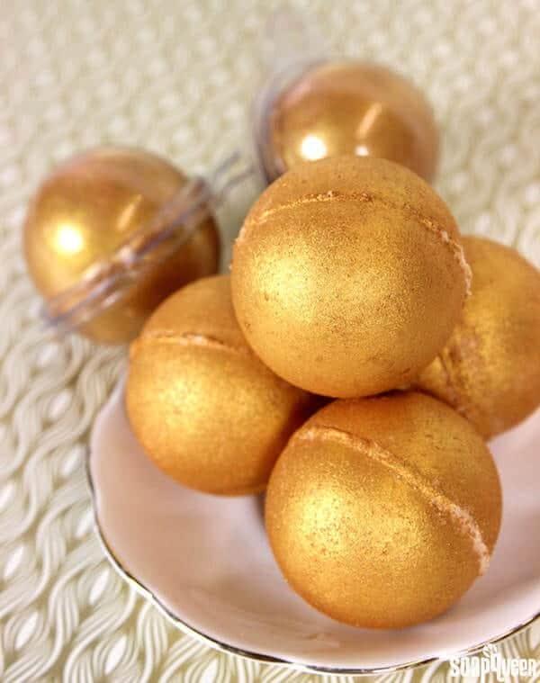 golden-bath-bombs-diy