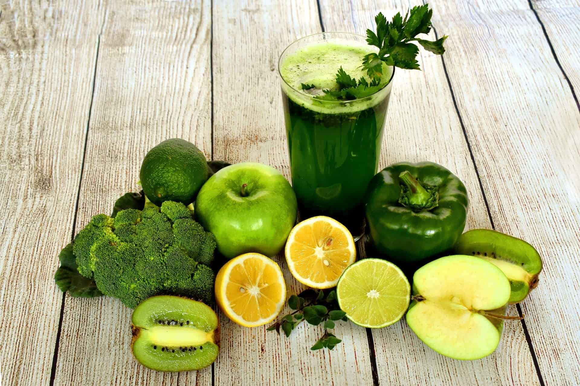 green smoothie limes oranges spinach