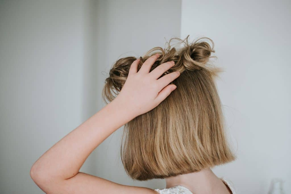 beauty tips for busy moms hair style dry shampoo