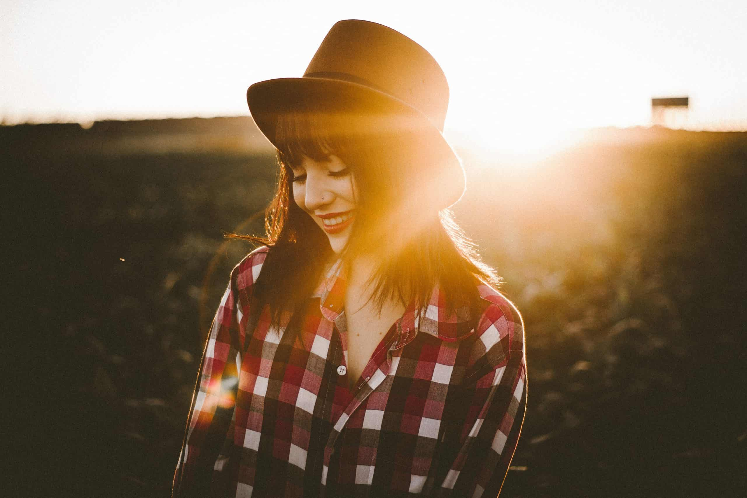 woman wearing flannel summer fashion styles