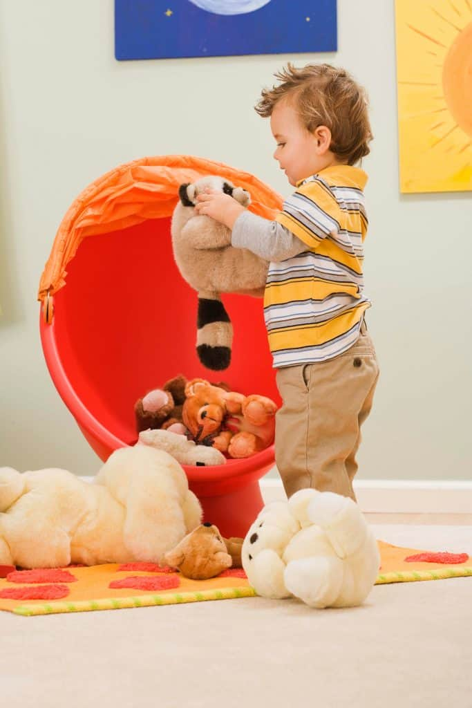Toddler playing with stuffed toys, how to keep toddlers busy