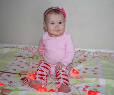Last night, my mom gave me the beloved heart lights to share with Evelyn. I think she likes them as much as me :)
